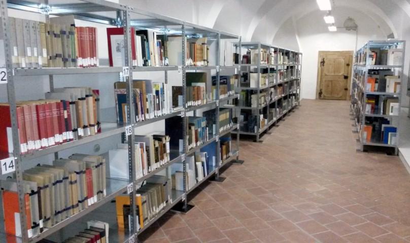 Blick in das Magazin der Bibliothek