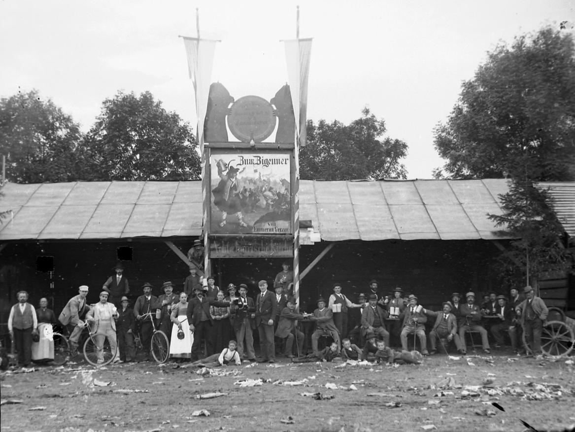 """Paul Hähnel: Bierhalle von Emmeran Gerzer """"Zum Zigeuner"""", um 1910"""
