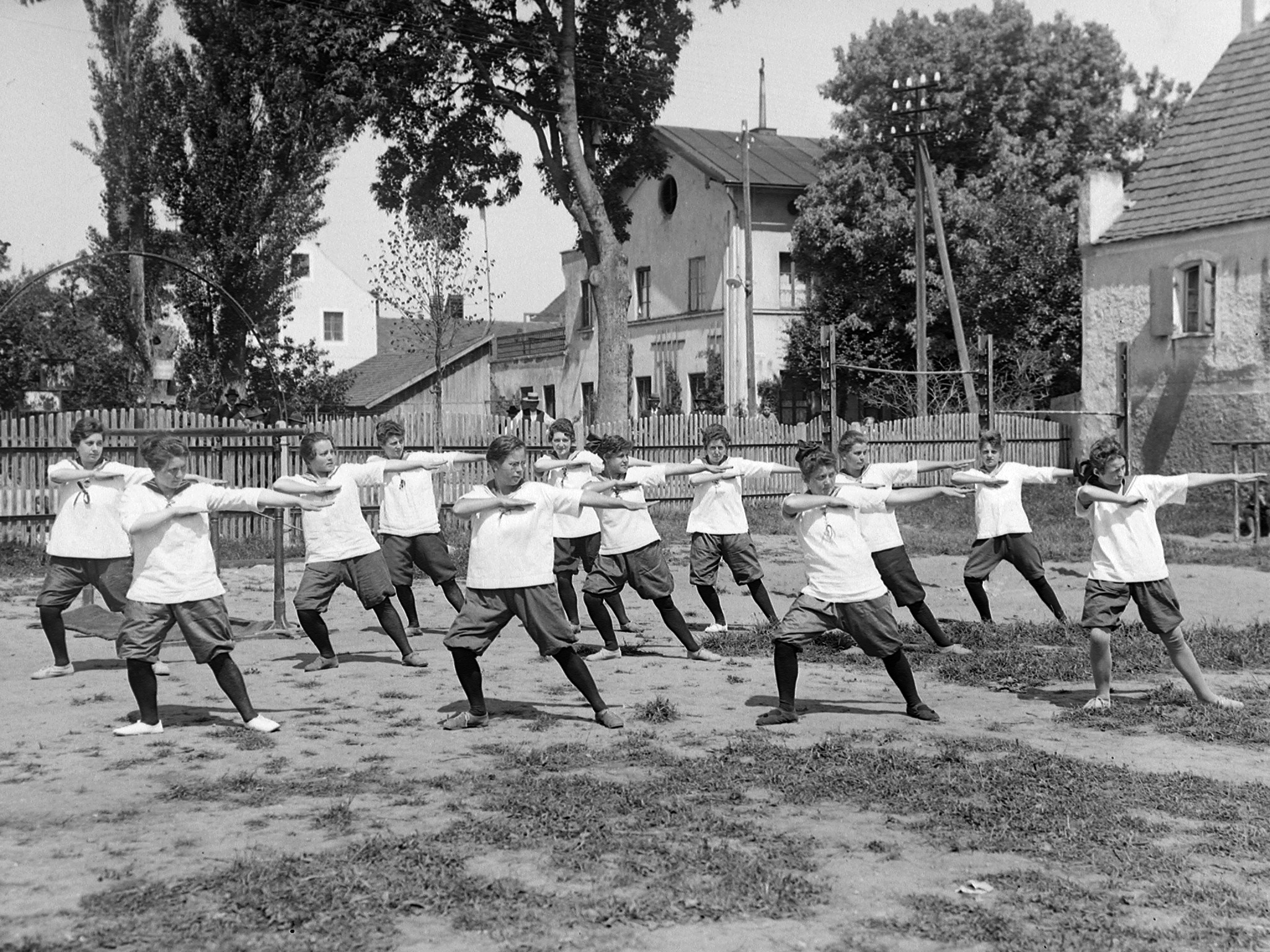 Frauensportgruppe, ca. 1920