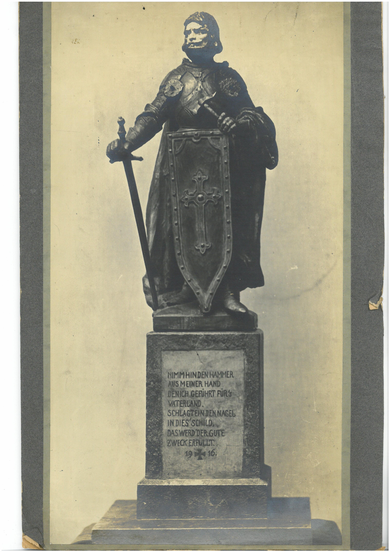 Nagelstele in Form eines Geharnischten, 1916
