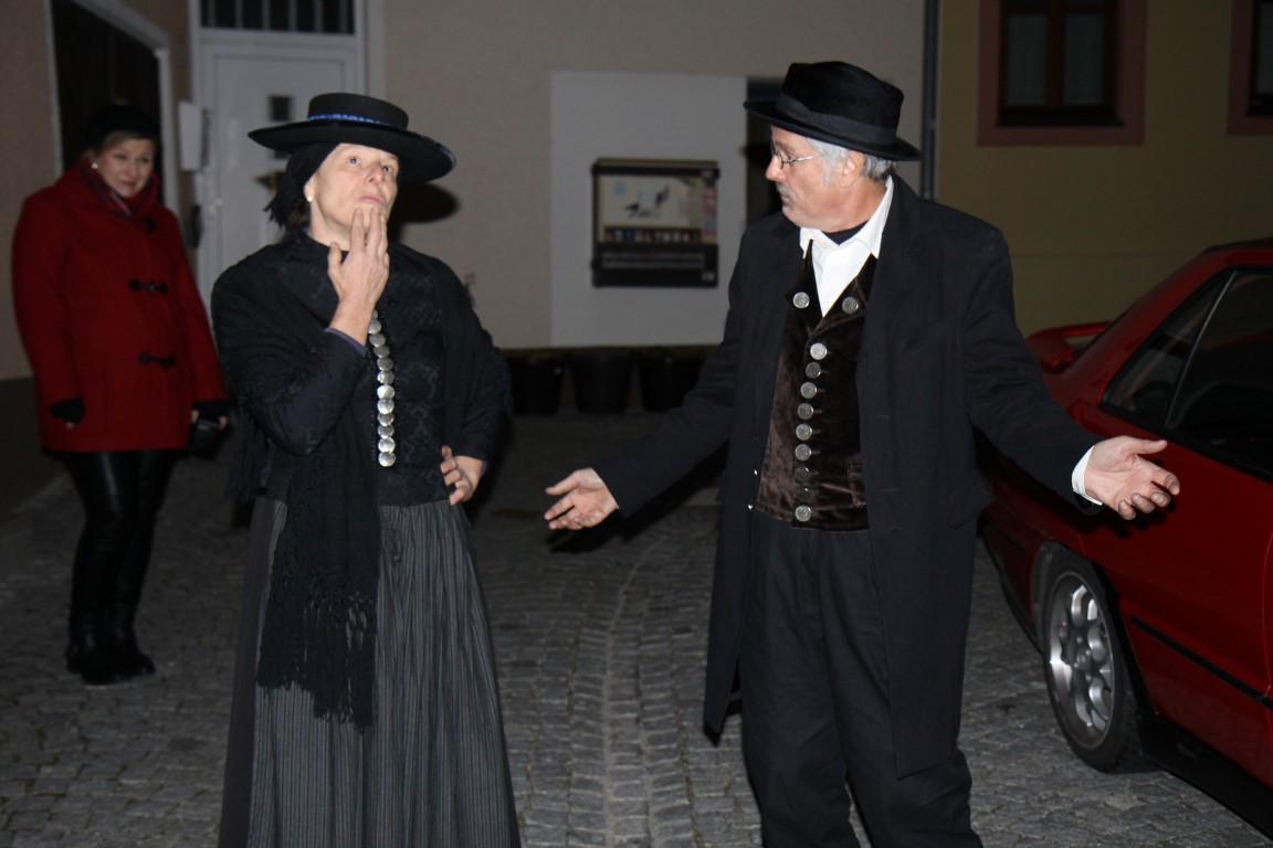 Margit Mages und Helmut Achtner als Hopfenbäuerin und Hopfenbauer