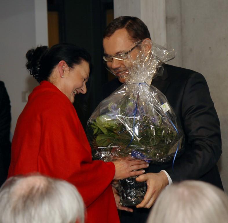 Frau Dr. Maria Baumann führte in das Werk Manfred Sillners ein.