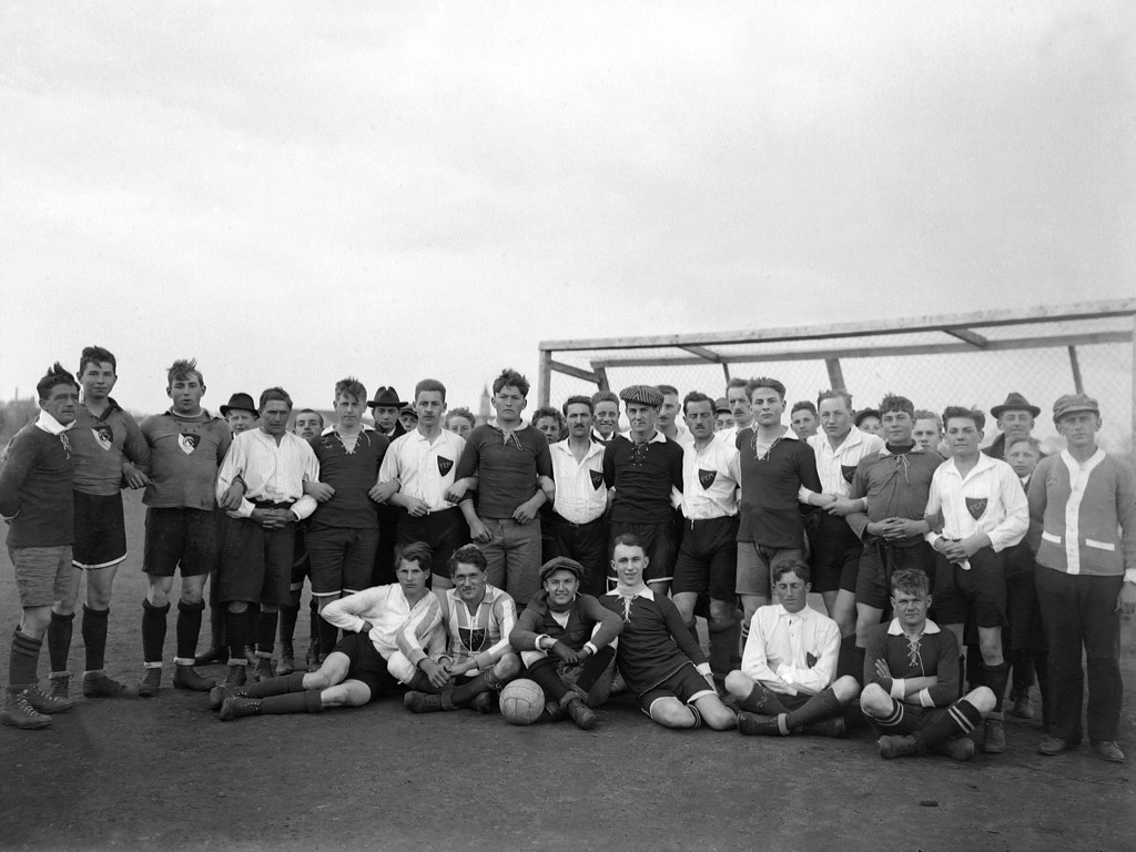 1. FC Abensberg gegen den 1920 gegründeten FC Mainburg, um 1925
