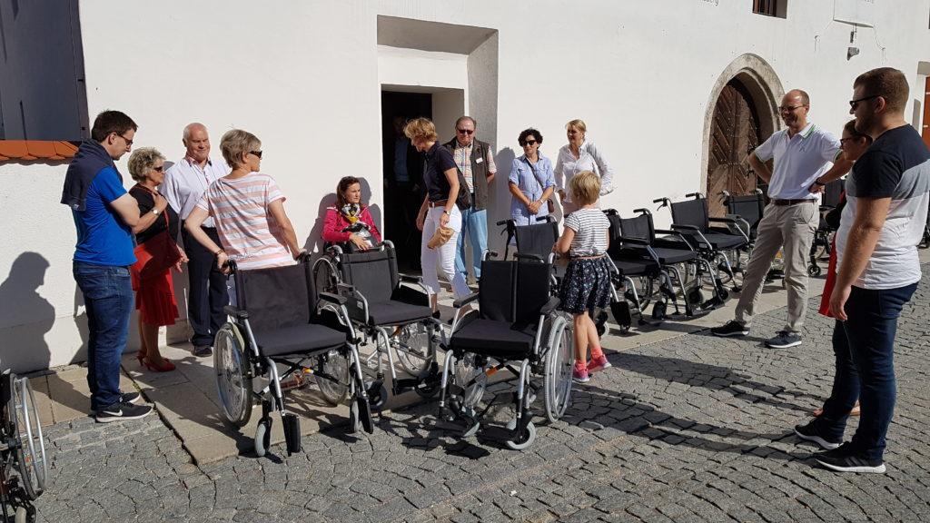 Die Teilnehmerinnen und Teilnehmer der barrierefreien Stadtführung