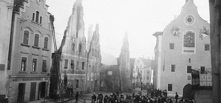 """Die abgebrandte Brauerei """"Zum Kuchlbauer"""", 1904"""